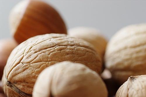 Frutta secca per favorire una pulizia naturale del colon