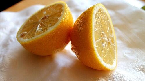 il limone è un'ottima fonte di vitamina C