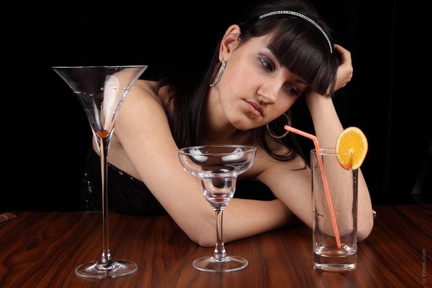 La depressione può far sì che decidiate di assumere dell'alcol per dimenticare quello che vi succede, ma è bene sapere che questi due elementi messi insieme sono in grado di causare immediatamente casi di tachicardia.