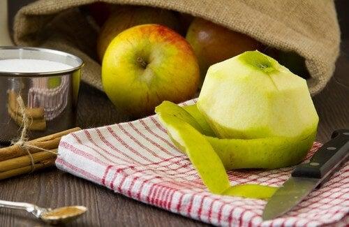 La buccia della mela aiuta a dimagrire