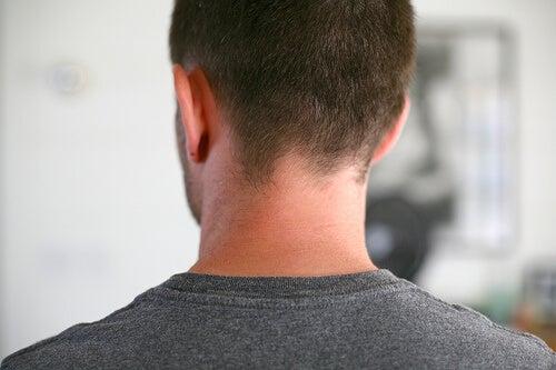 Uomo di spalle