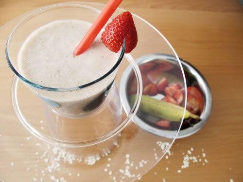 Preparate dei frullati con frutti di bosco e avena da consumare due volte al giorno o ogni due giorni.
