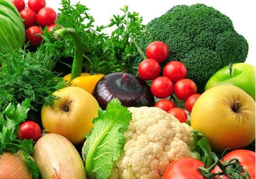 Oltre a migliorare lo stato d'animo, mangiare ogni giorno frutta e verdura aiuterà il tuo corpo a migliorare notevolmente.