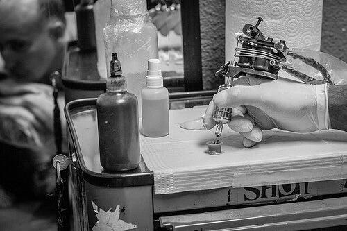 tatuarsi può essere pericoloso