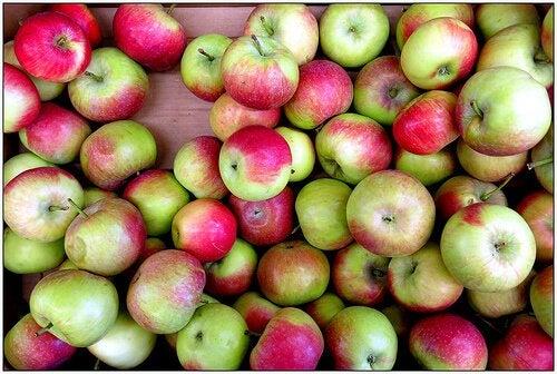 Mele i numerosi impieghi dell'aceto di mele