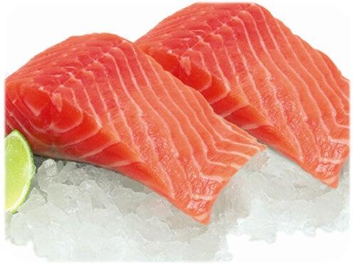 Salmone crudo sul ghiaccio