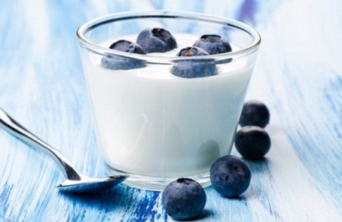 Un disintossicante naturale a base di yogurt e mirtilli