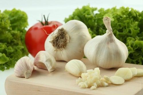 Il consumo di aglio aiuta a eliminare i parassiti