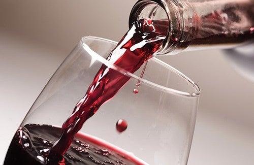 Un bicchiere di vino al giorno: quali benefici?
