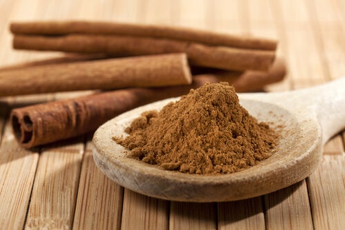 il tè alla cannella è un ottimo rimedio per ridurre i livelli di glucosio e colesterolo