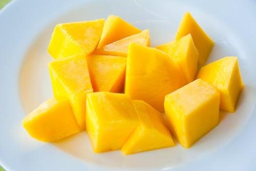 Il mango è un ottimo rimedio per combattere la stitichezza e curare le emorroidi