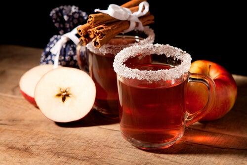 preparare tè medicinale mela cannella anice
