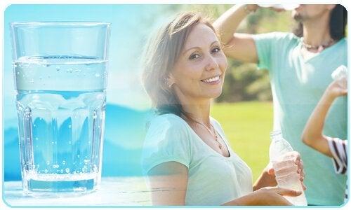 Assumere acqua per pulire il fegato in modo naturale