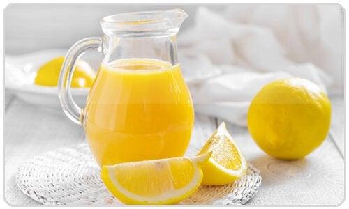 Succo di limone per pulire il fegato in modo naturale