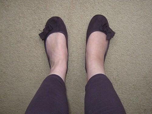 Il confiore alle caviglie è incomodo