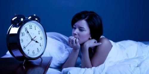 l'insonnia può essere causata da una varietà di ragioni