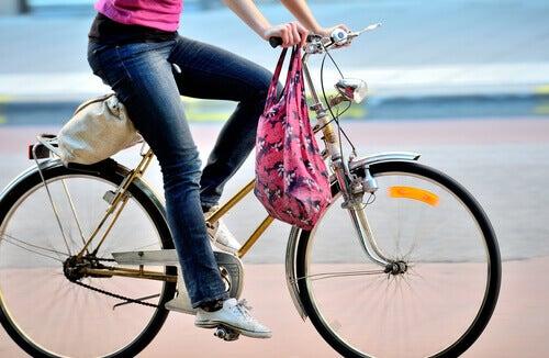 la bicicletta e altri esercizi per la salute