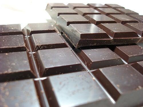 il cioccolato può contribuire ad aumentare il dolore al seno nel periodo mestruale