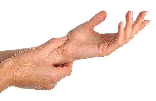 Dolore a mani e polsi: a che cosa è dovuto?