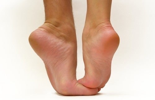 Quali tipi di scarpe bisogna evitare?