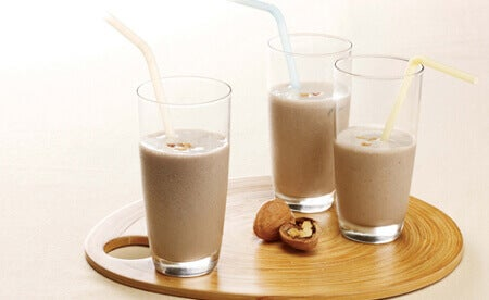Latte vegetale di noci