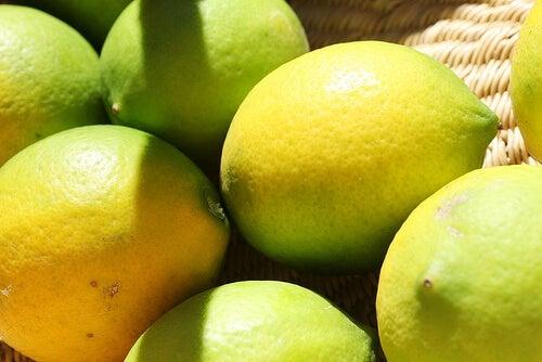 pulire casa col succo di limone
