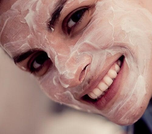 maschera per il viso al cetriolo