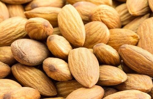 Proprietà delle mandorle per ridurre il colesterolo