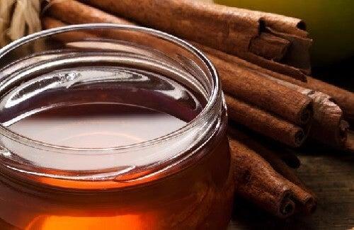 Cannella e miele contro l'artrite