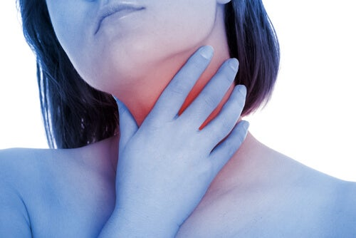 usare l'olio di oliva per il mal di gola