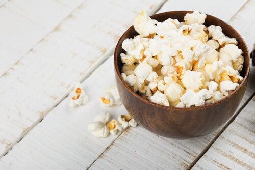 I popcorn di mais naturali contengono maggiori quantità di antiossidanti che la frutta.
