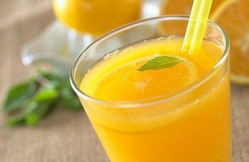 I benefici del bere succo d'arancia