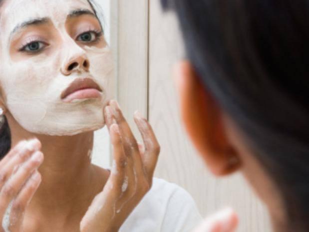 Pulizia del viso per evitare i punti neri