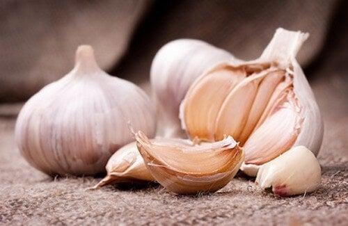 Come preparare l'aglio per usi medicinali