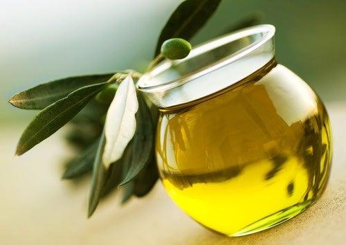 olio di oliva per le ciglia