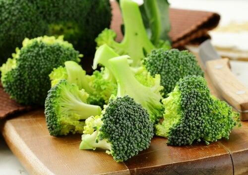 i broccoli contengono vitamina K, utile per evitare l'osteoporosi