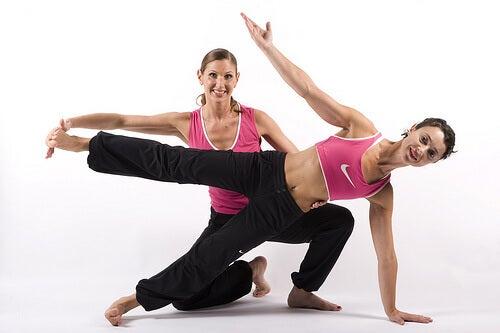 donne che fanno esercizio fisico