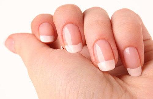Come far crescere unghie forti in poco tempo?