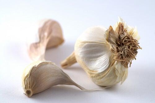 L'aglio è un ottimo rimedio per eliminare i nei rossi