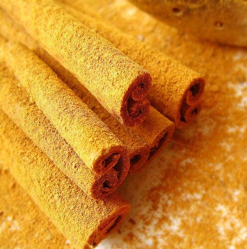 cucchiaio di cannella e miele