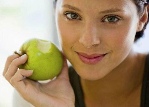 mela per combattere l'alito cattivo