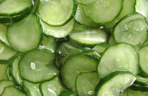 Bere acqua di cetriolo per la ritenzione idrica