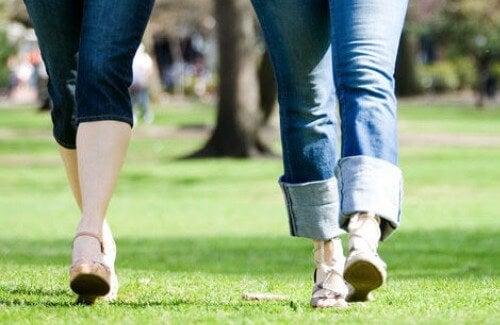 camminare è la migliore attività che possiamo svolgere per contrastare le vene varicose