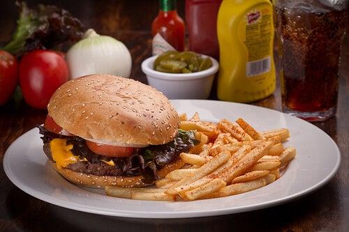 Hamburger e patatine