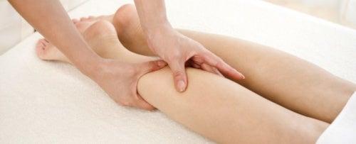 Massaggio per evitare e trattare le vene varicose