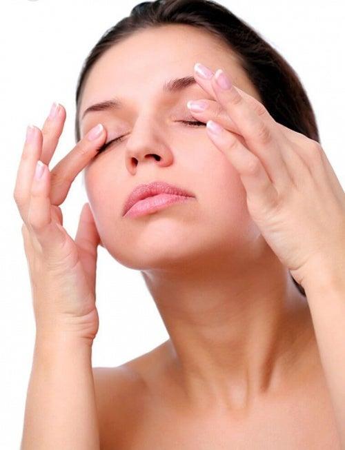 massaggio occhi contro le rughe