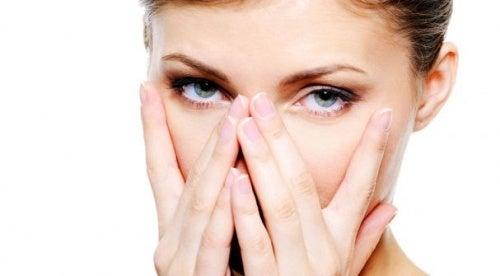 Occhi splendenti non stanchi