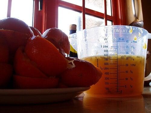 preparare bevanda alla frutta