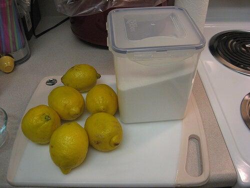 Limone per le pulizie di casa