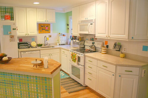 nella cucina bisogna cercare l'equilibrio tra colori stimolanti e rilassanti